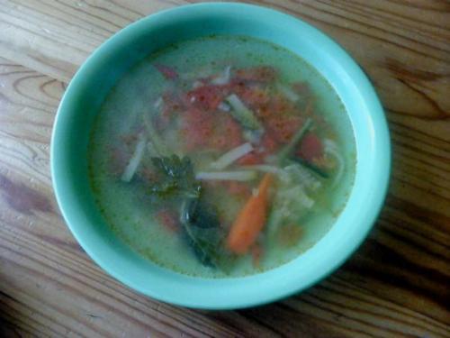 Lekka zupa pomidorowa z cukinią